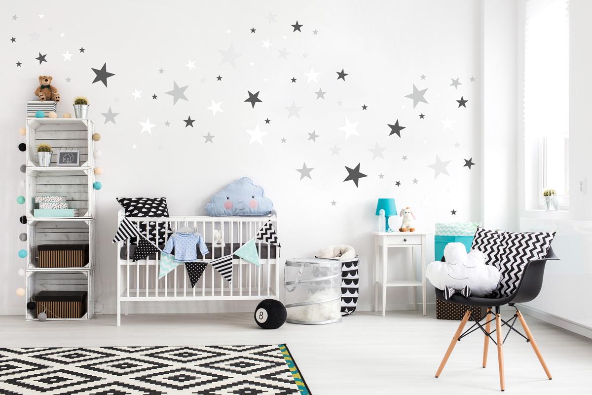 Dekorácia na stenu - sivé a biele hviezdičky