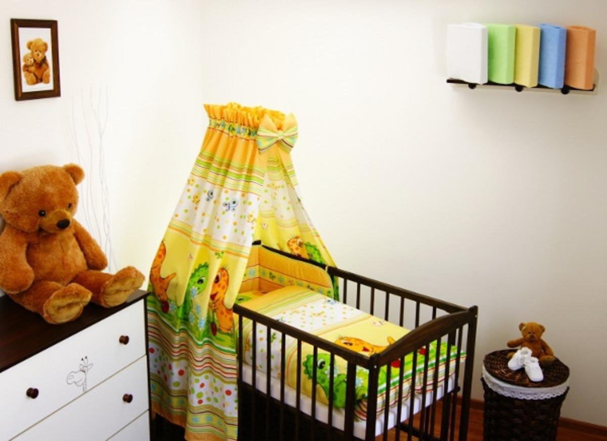 Set - bavlnený baldachýn s mašľou + spacie vrece veľ. M - Dino prúžok žltý