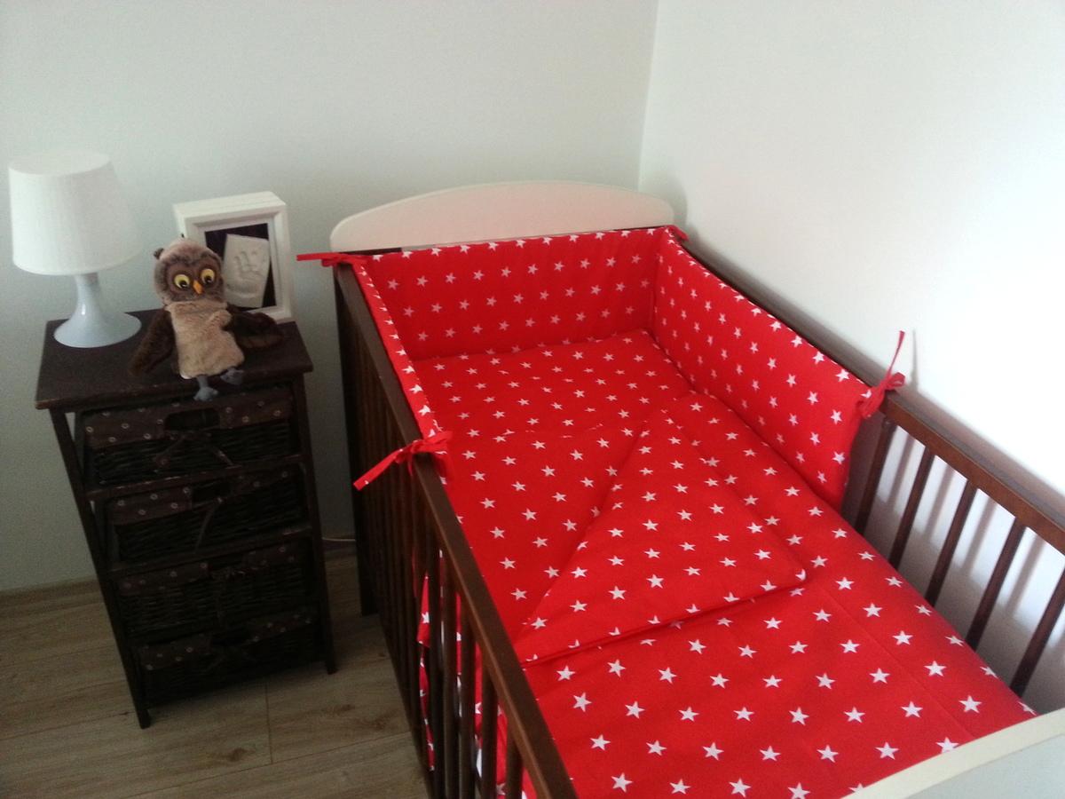 Detské obliečky - červené s hviezdičkami 180x30 cm mantinel hviezdičky