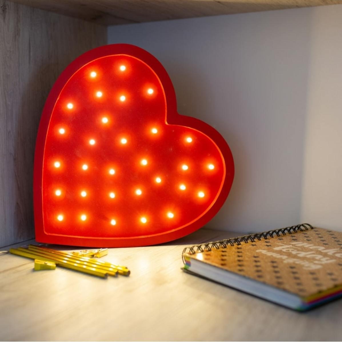 Detské drevené svietidlo LED svietidlo Srdce - červené