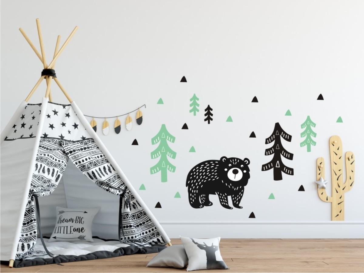 Dekorácia na stenu - medved v lese - mätovo-čierna