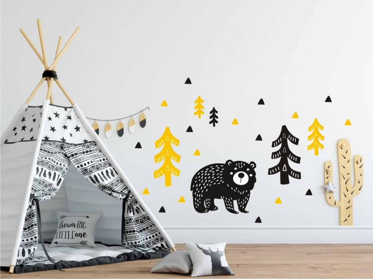 Dekorácia na stenu - medveď v lese - žlto-čierna